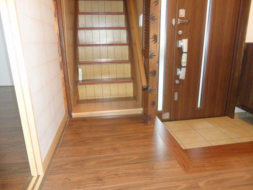 ドア、階段、玄関ホール
