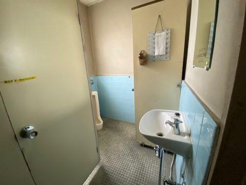解体前トイレ内部